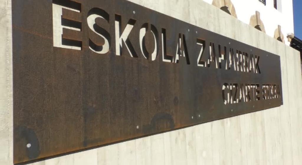 Ikusmira handiz inauguratu dute Eskola Zaharrak eraberrituz sortutako Ormaiztegiko Gizarte Etxea berria