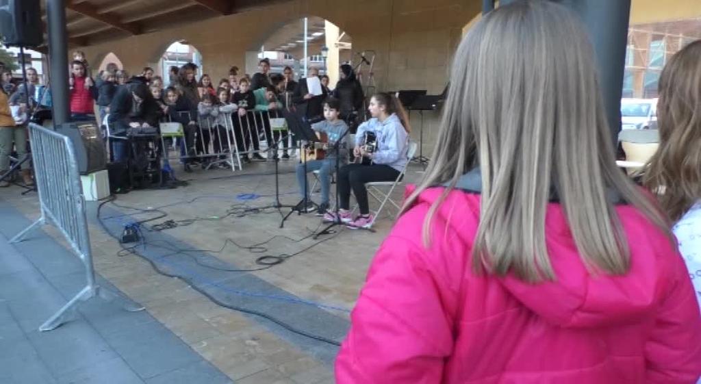 Herriko plaza musikaz betez ospatu dute Lazkao Txiki Musika Eskolakoek Santa Zezilia