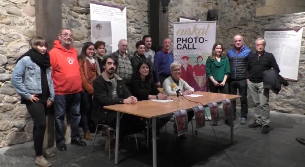 Euskal jantziak txukun jaztea eta herriko komertzioak bultzatzeko, bueltan da Euskal Jantzien Pasarela