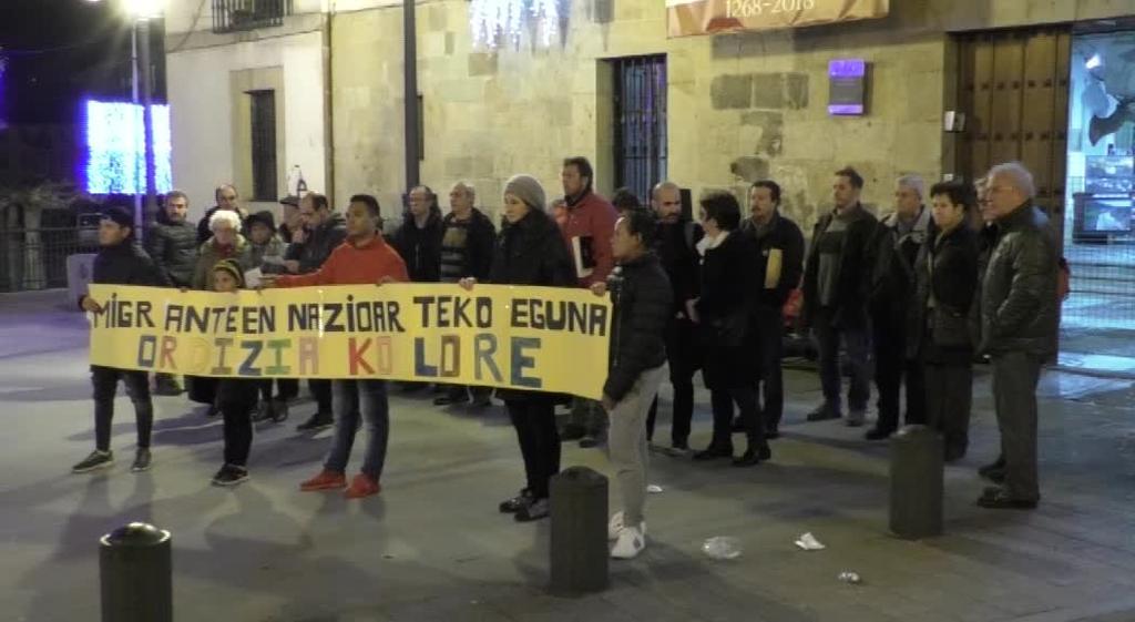 Elkarretaratzea egin zuten Migranteen Nazioarteko Egunean