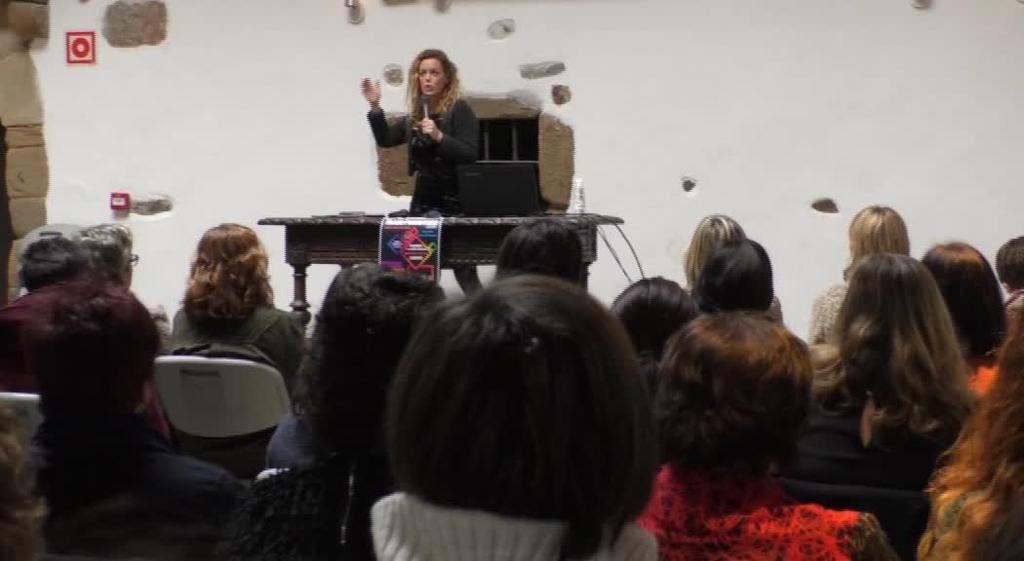 Transformatzen, transexualitateari buruzko irakasleei zuzendutako jardunaldian, Igartza bete zen