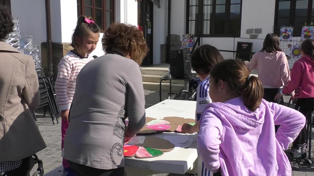 Liburuaren egunean kultura ezberdinetako literatura landu dute