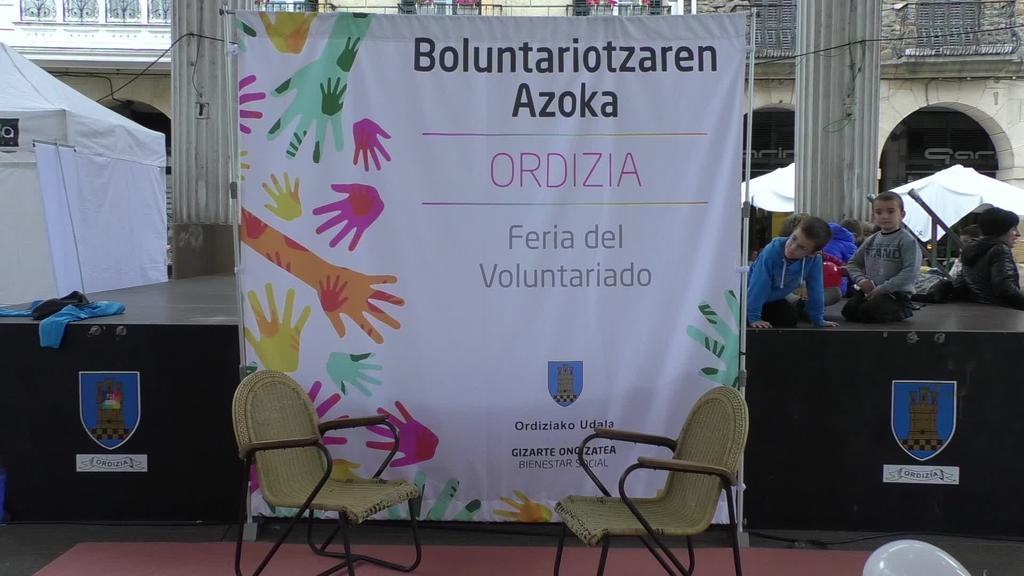 Boluntario azoka ospatu da Ordiziako plazan