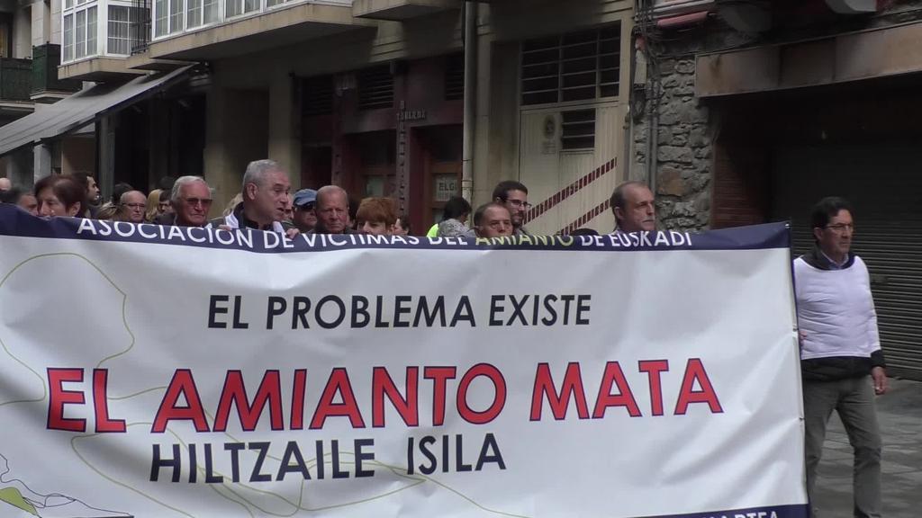 Amiantoren aurka, bi orduko lanuztea eta manifestazioa egin dituzte CAFeko langileek