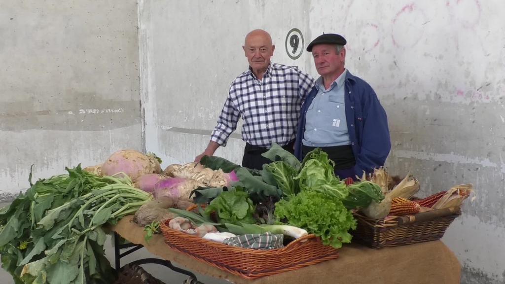 Herriko baserrietako produktuekin azoka egin dute San Gregorion San Isidro egunez