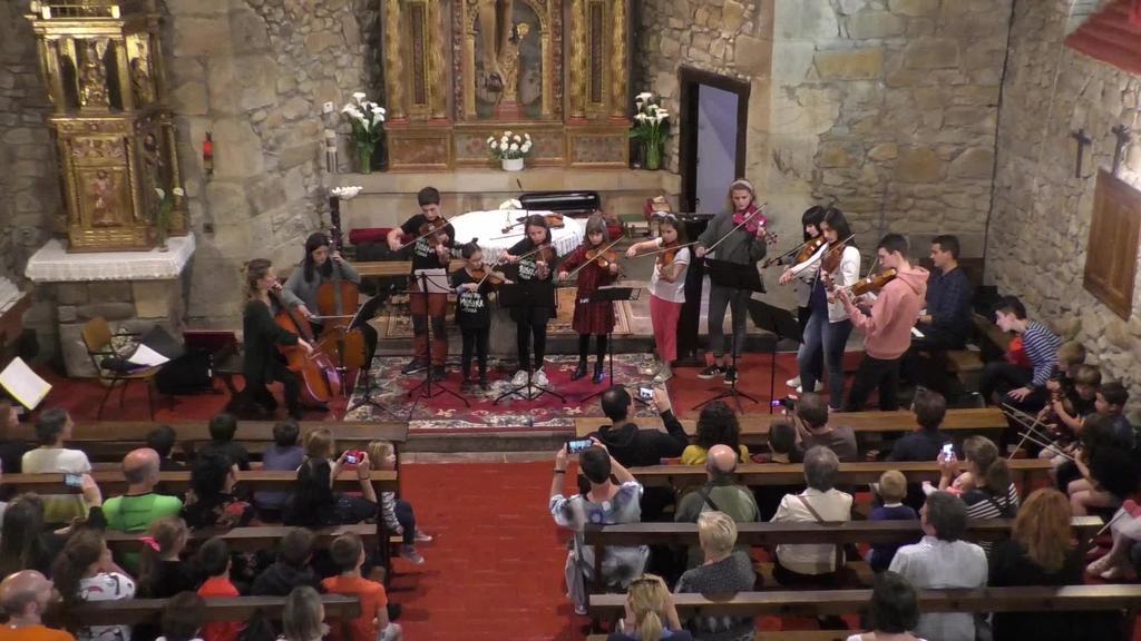 Sokazko instrumentu eta soinu kontzertua eskaini zuen Lazkao Txiki Musika Eskolak San Prudentzio ermitan