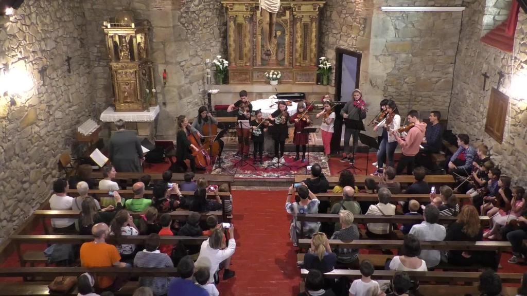 Lazkao Txiki Musika Eskolaren soka instrumentu eta soinu kontzertua
