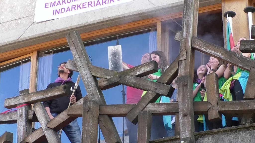 Ugaro saskibaloi taldeko neskek eman die hasiera jaiei