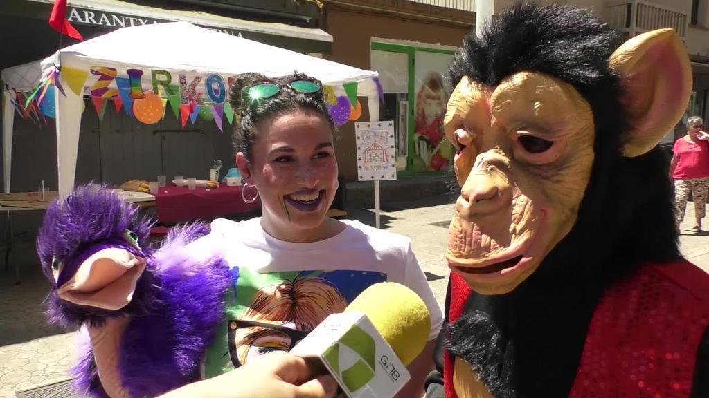 Giro beroa izan zuten legorretarrek mozorro egunean