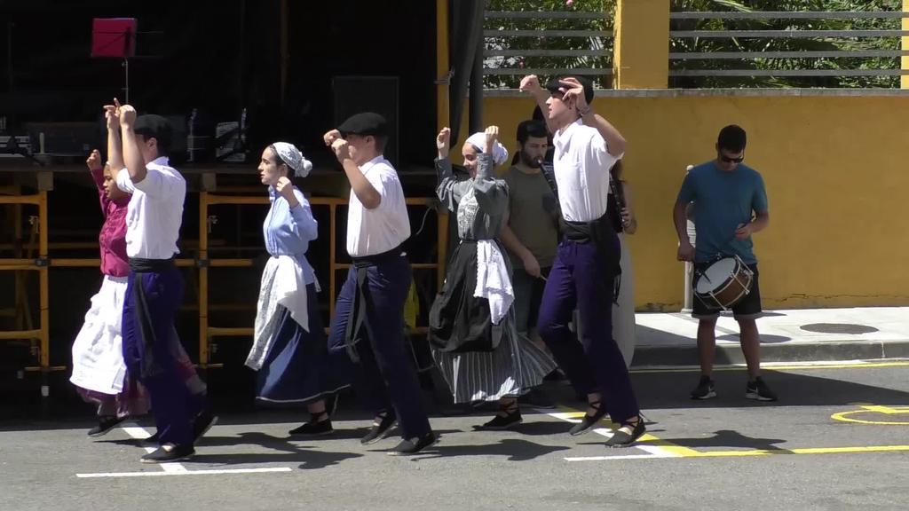 Mutiloako festak dantza eta txakolinez girotuta