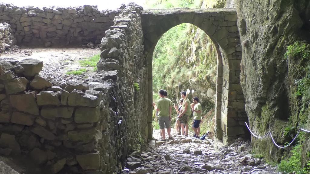 Lan arkeologikoen aurkezpena egin zuten San Adrian Leizarrate igarobidean