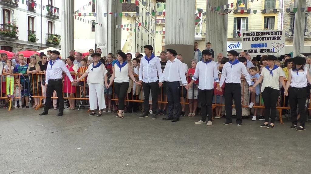 Ordiziako agintariek soka-dantza dantzatu zuten