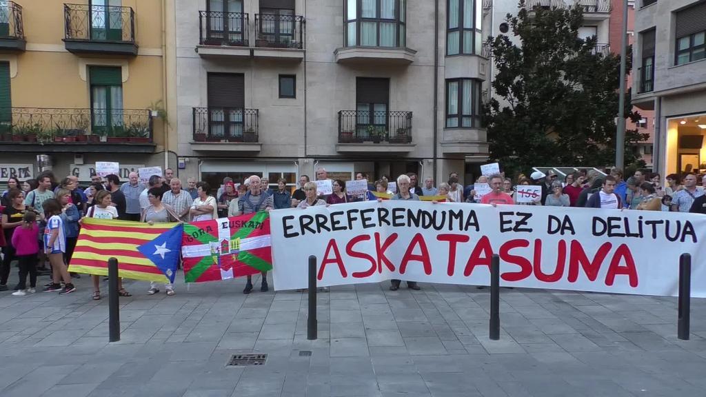 Kataluniako agintari subiranisten aurkako epaia salatzeko elkarretaratzeak