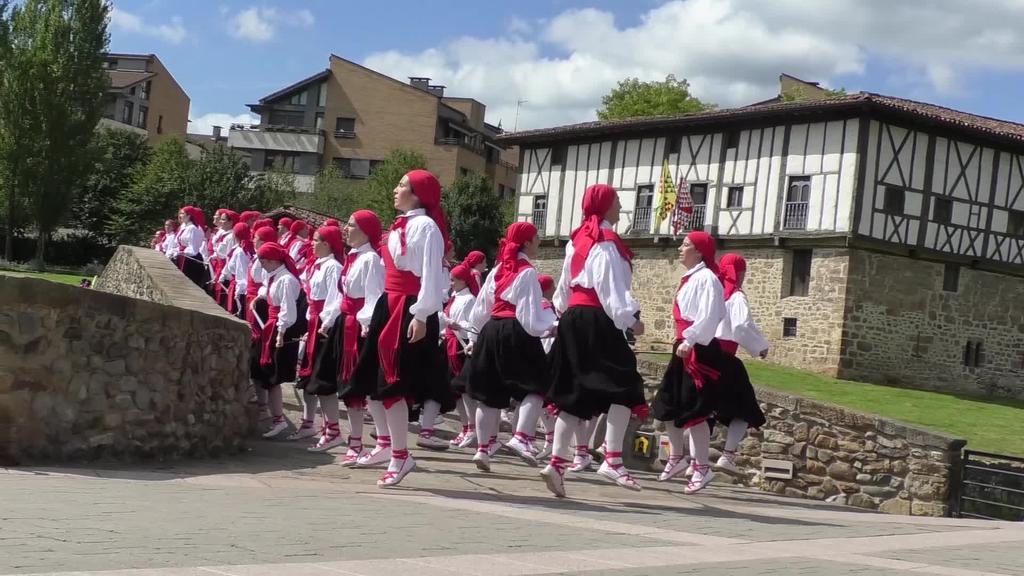 Aurtzaka dantza taldearen 40.urteurrena ospatuko dute larunbatean