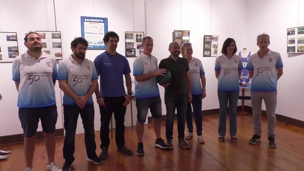 Ordizia Saskibaloi taldearen 50. urteurreneko erakusketa  zabaldu dute Barrenan