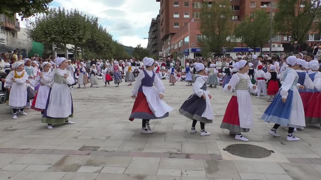 40 urteak berdantzatu dituzte Aurtzakako kideek