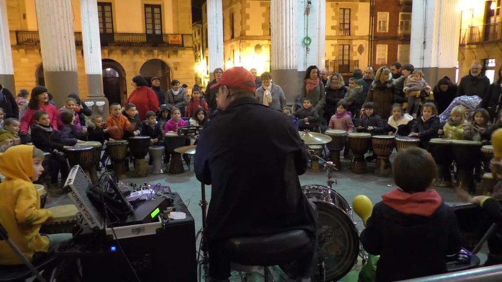 Perkusioa ikasteko aukera izan zuten Ordiziarrek