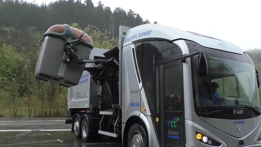 Zaborra biltzeko kamioi elektriko bat organikoa biltzen aritu da prototipoa probatzeko
