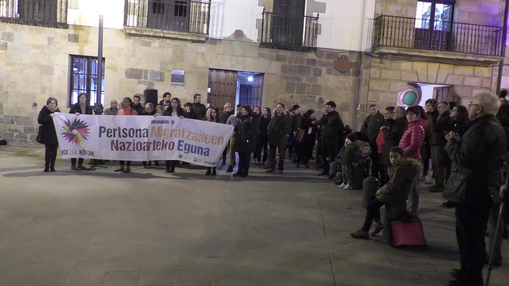 Ordizian elkarretaratzea egin zuten Migratzaileen Nazioarteko Egunean