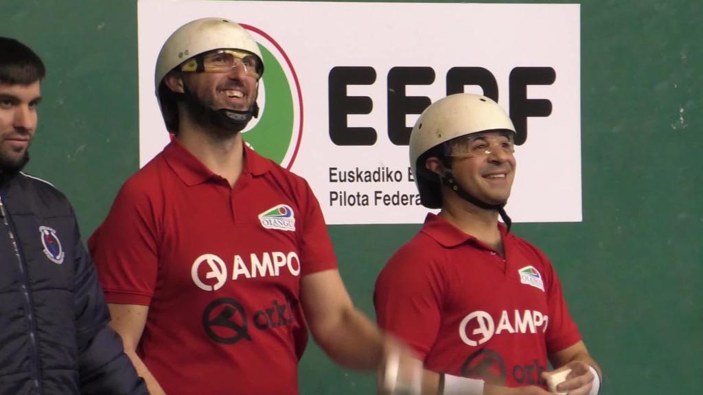 Oiangu Pilota Elkarteko bikotea garaile Paleta Larruz  Euskal Herriko txapelketako finalean