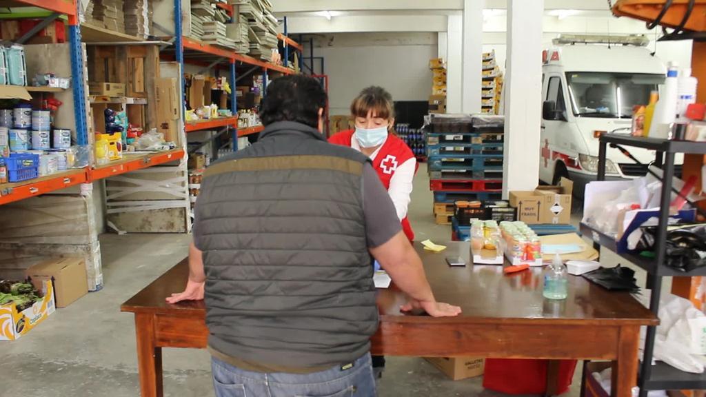 Goierriko Gurutze Gorriak janari banaketa egiten du hilean behin, 736 familiei ematen die janaria