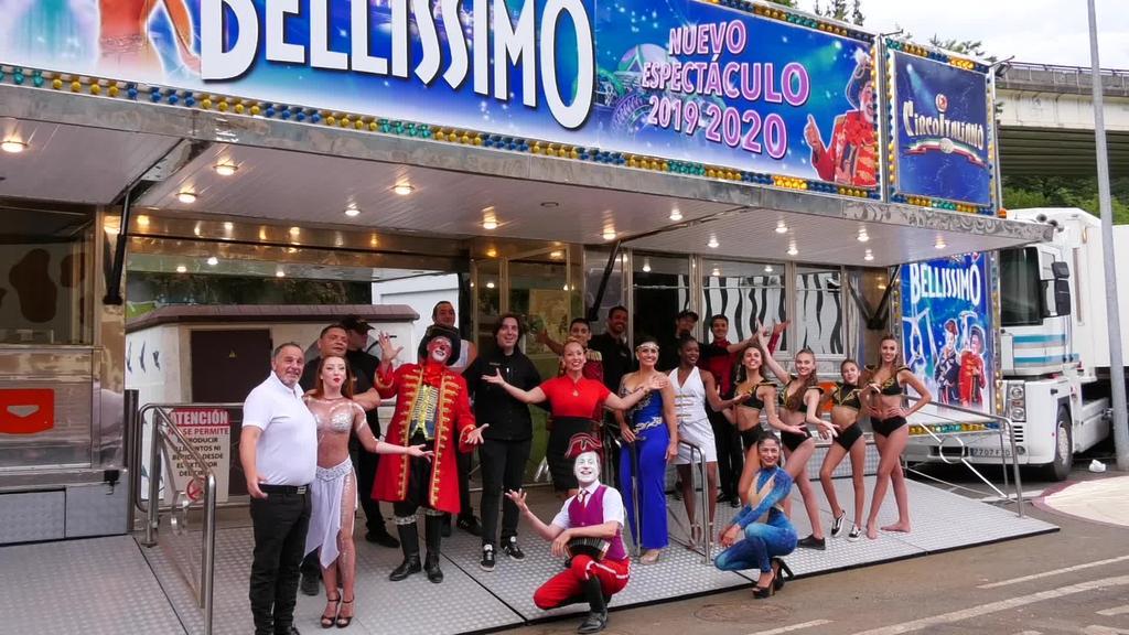 Il Circo Italiano-ko kideak Salbatoren geldi