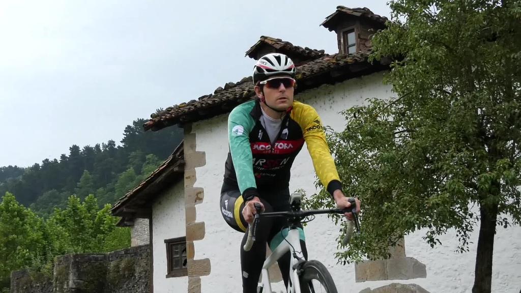 Eneko Elosegi triatloilariak berrogeialdian egindako lana azaldu digu eta denboraldia nola planifikatu duen aipatu du