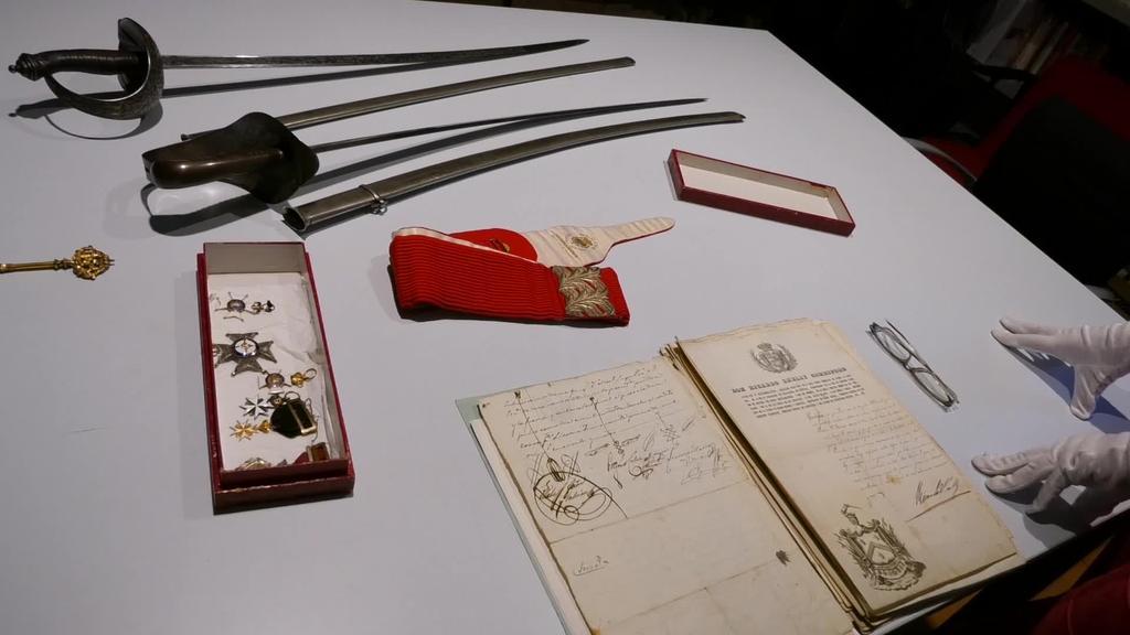 XIX. mendeko militar baten objektuen dohaintza jaso du Zumalakarregi Museoak Lasarteko Galardi familiarengandik