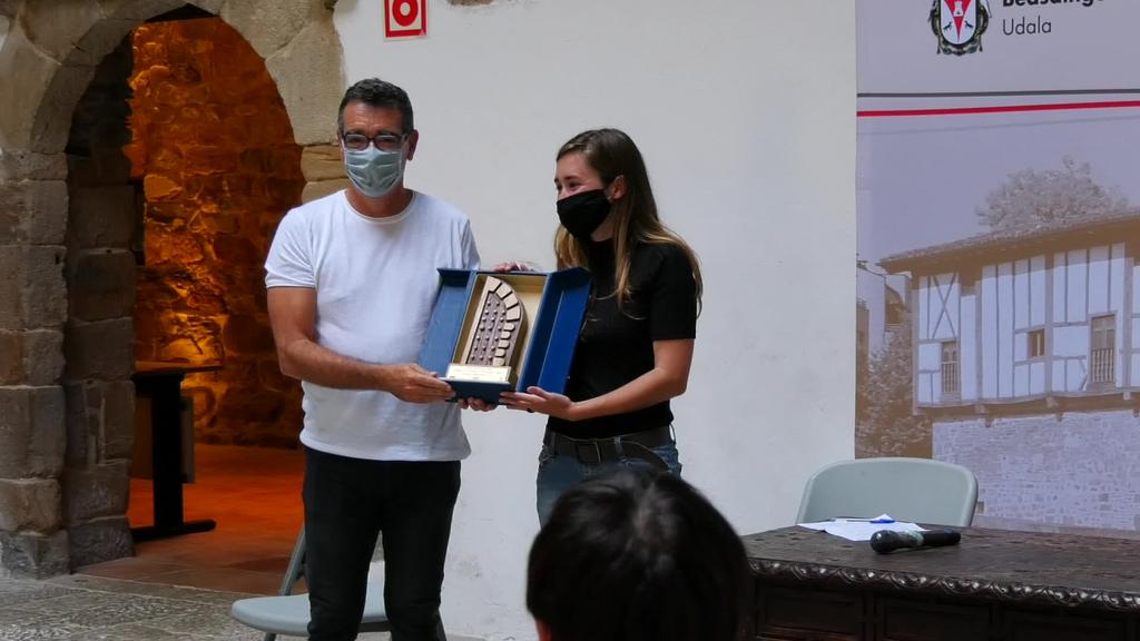 Igartza Literatura Beka saria Maddi Ane Txoperenarentzat
