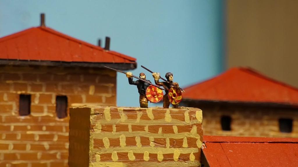 Segurako istorioak kolokan jarriz, historian oinarritutako bi maketa berri eraiki ditu Rafa Berasategik