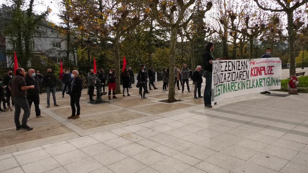 Palestinari elkartasuna adierazteko konzentrazioa egin zuten CAF kanpoan