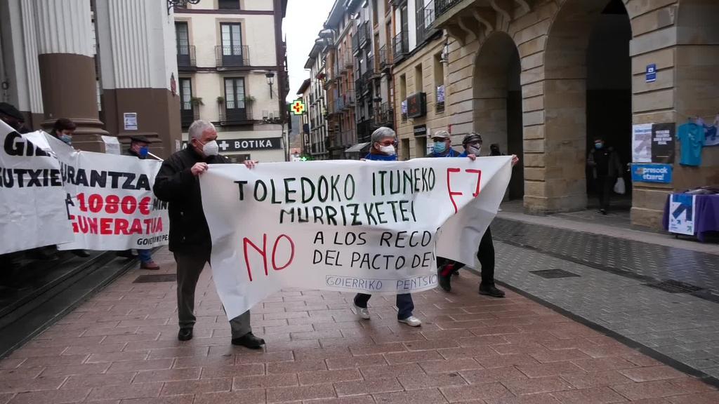 Goierriko pentsiodunek manifestazio bat burutu zuten ordizian Toledoko Itunaren murrizketen aurka
