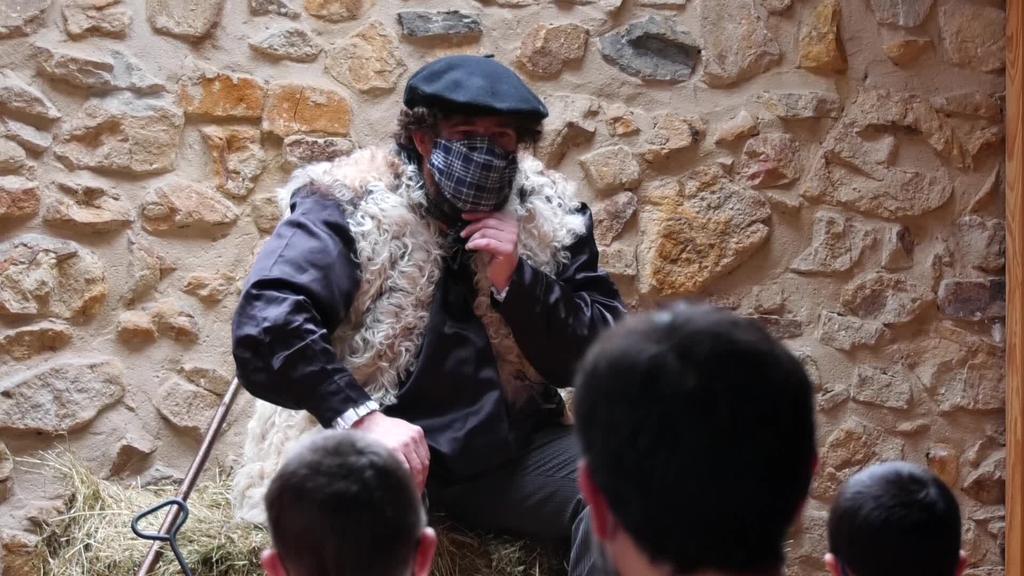 Aurten ere Olentzero Anduetza parketxean izan da  haurren eskutitzak jasotzen