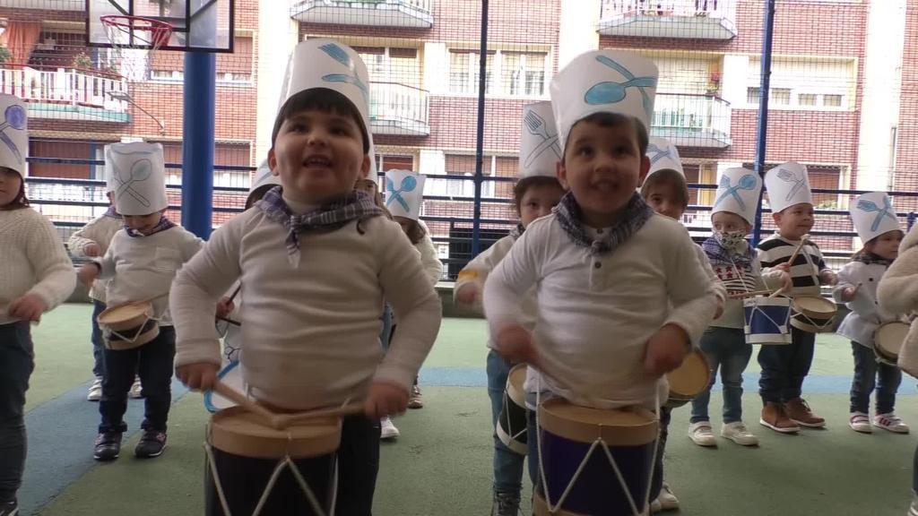 La Salleko haurrak makilak dantzan jarri dituzte  San Sebastian eguna ospatzeko