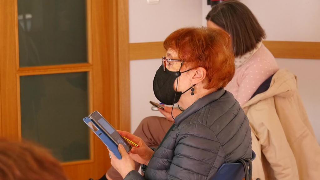 Zuhaizti zentro sozialean helduentzako Informatika eta  Komunikazio kurtsoak antolatu dituzte