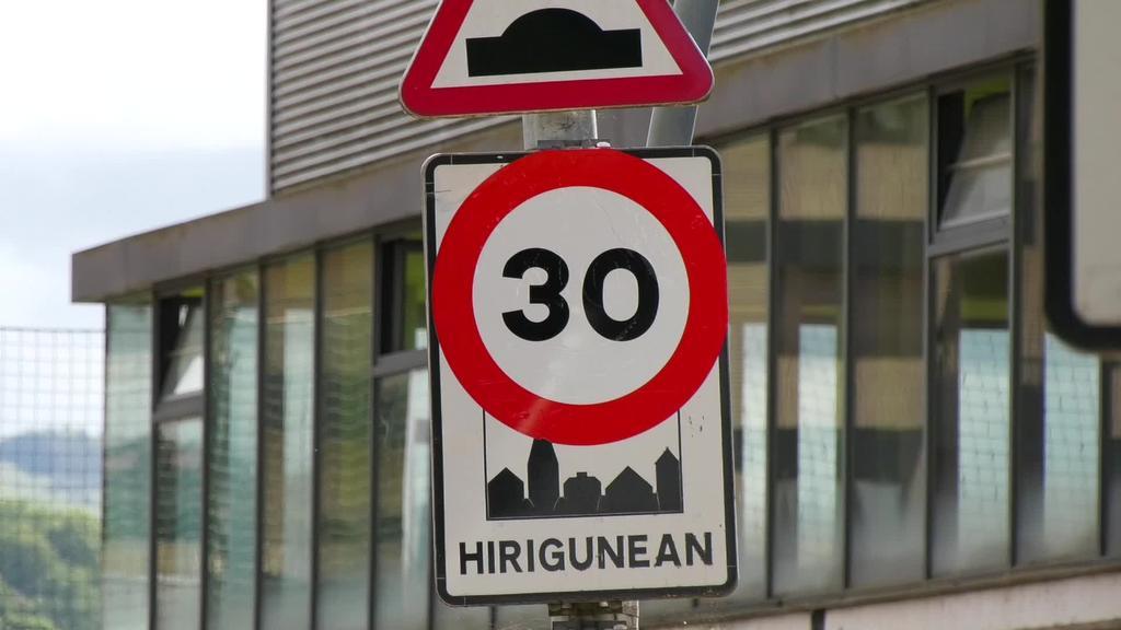Herrietako abiadura muga 30 km/h mugatzeko legea gainditu da