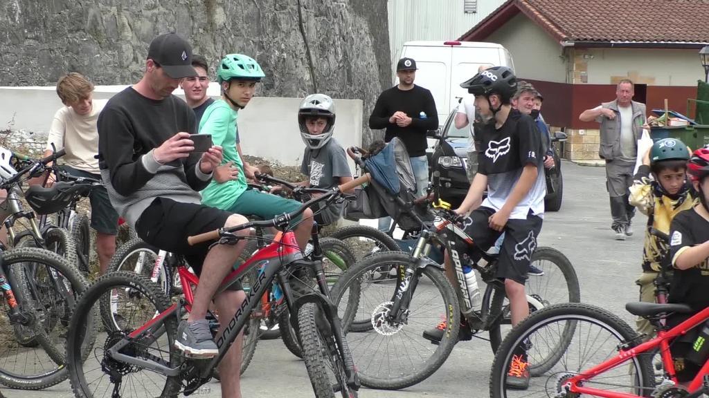 Bike Park berria estreinatu dute Legorretan