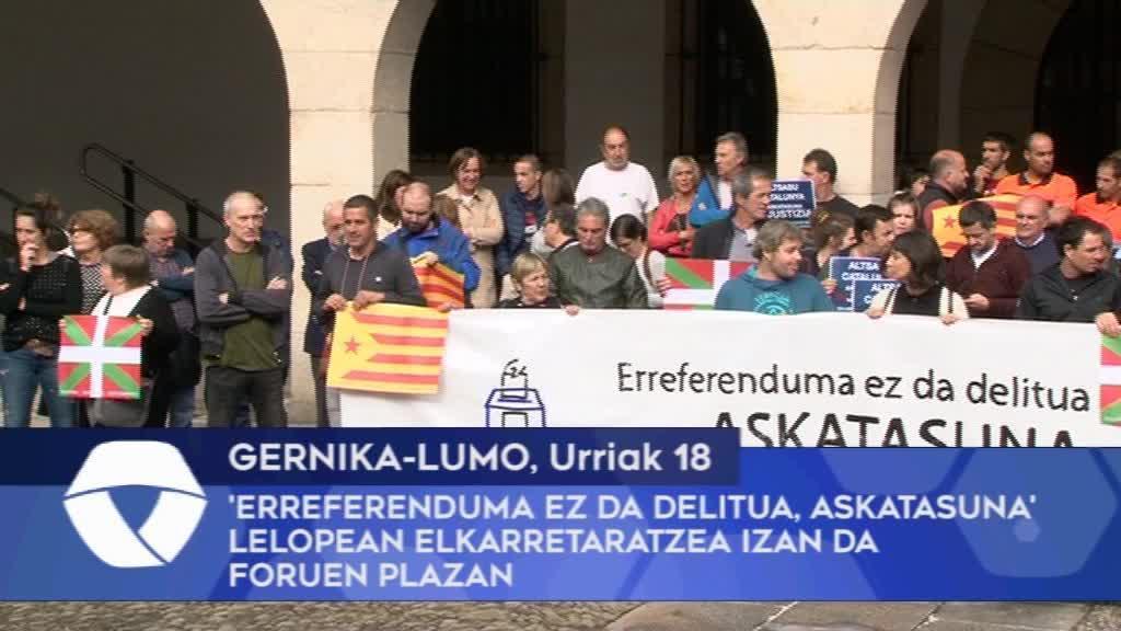 'Erreferenduma Ez Da Delitua, Askatasuna' lelopean elkarretaratzea izan da Gernika-Lumoko Foruen Plazan