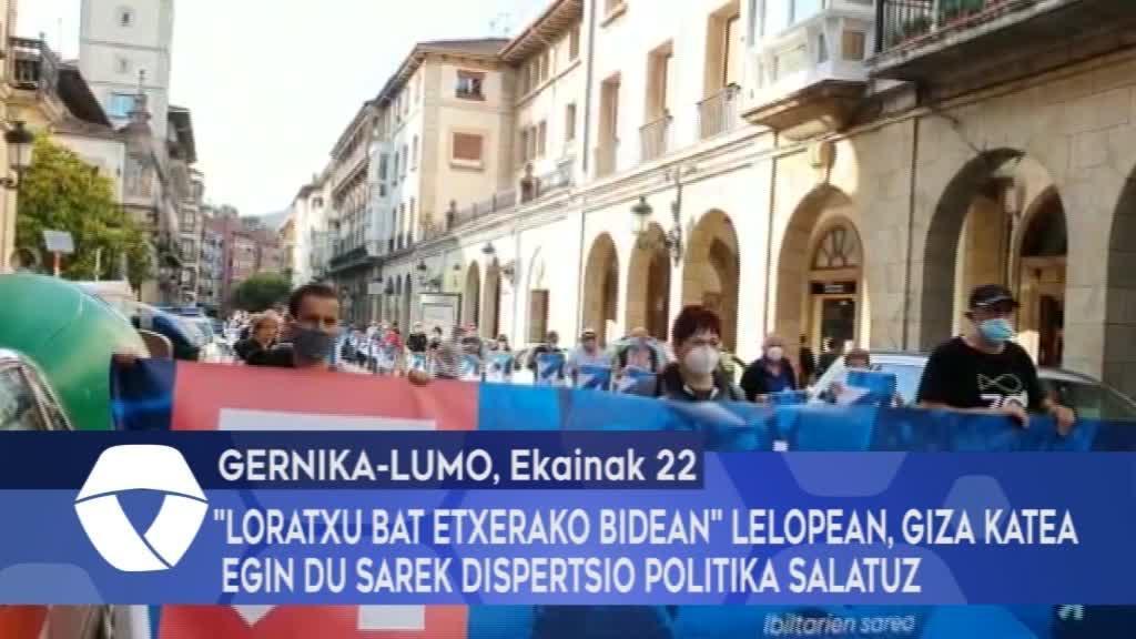 """""""Loratxu bat etxerako bidean"""" lelopean, giza katea egin du sarek dispertsio politika salatuz"""