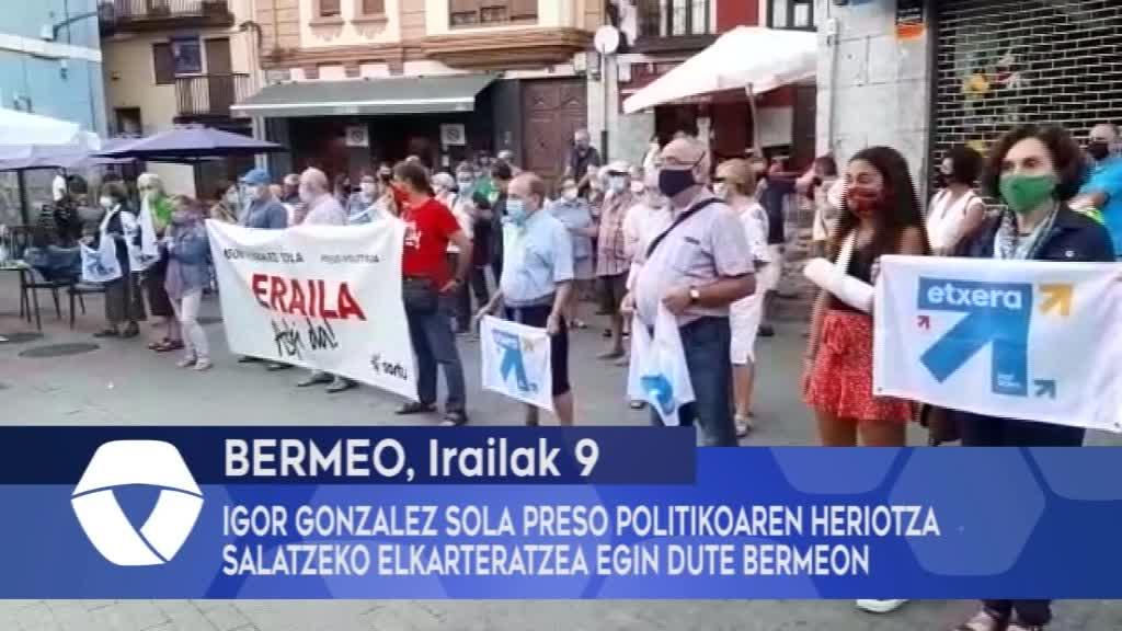 Igor Gonzalez Sola preso politikoaren heriotza salatzeko elkarteratzea egin dute Bermeon