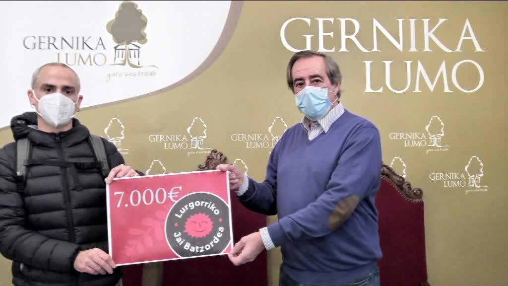 LURGORRIKO JAIAK ELKARTEAK 7000 EUROKO DOHAINTZA BURUTU DU
