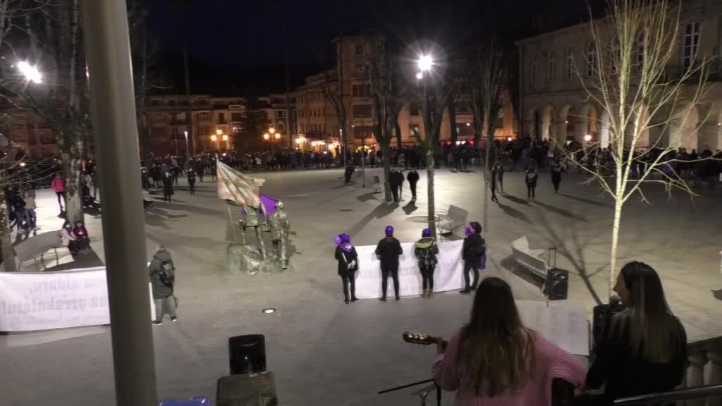 MARTXOAREN 8KO ALDARRIKAPENA KALERA ATERA DU GERNIKA-LUMOKO SARE FEMINISTAK