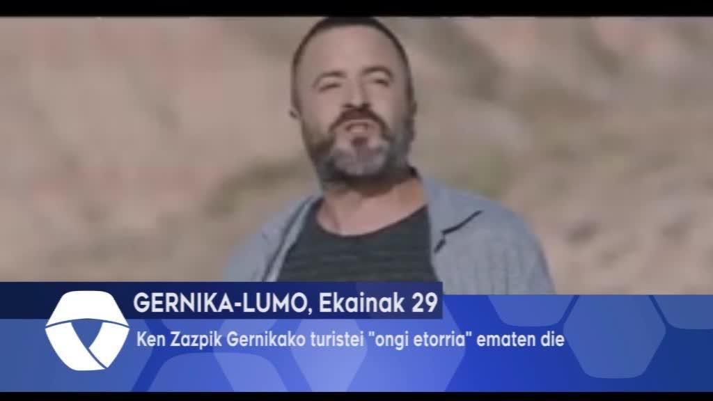 Ken Zazpik Gernikako turistei ongi etorria ematen die