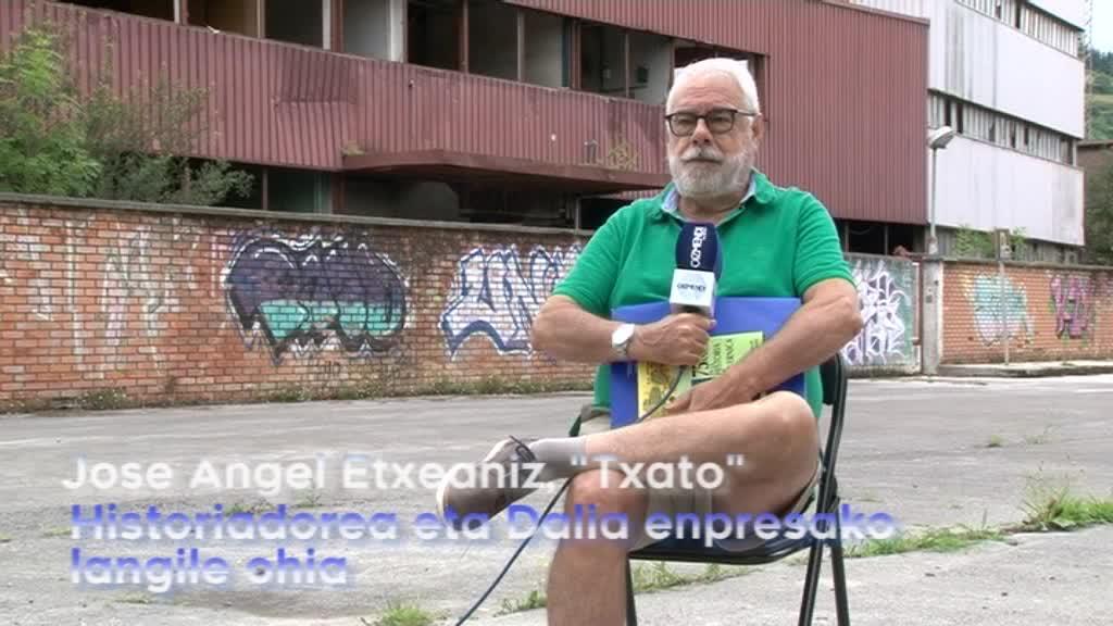 """Guggenheim proiektuari buruz hitz egiten, Jose Angel """"Txato"""" Etxaniz historiatzailearekin"""