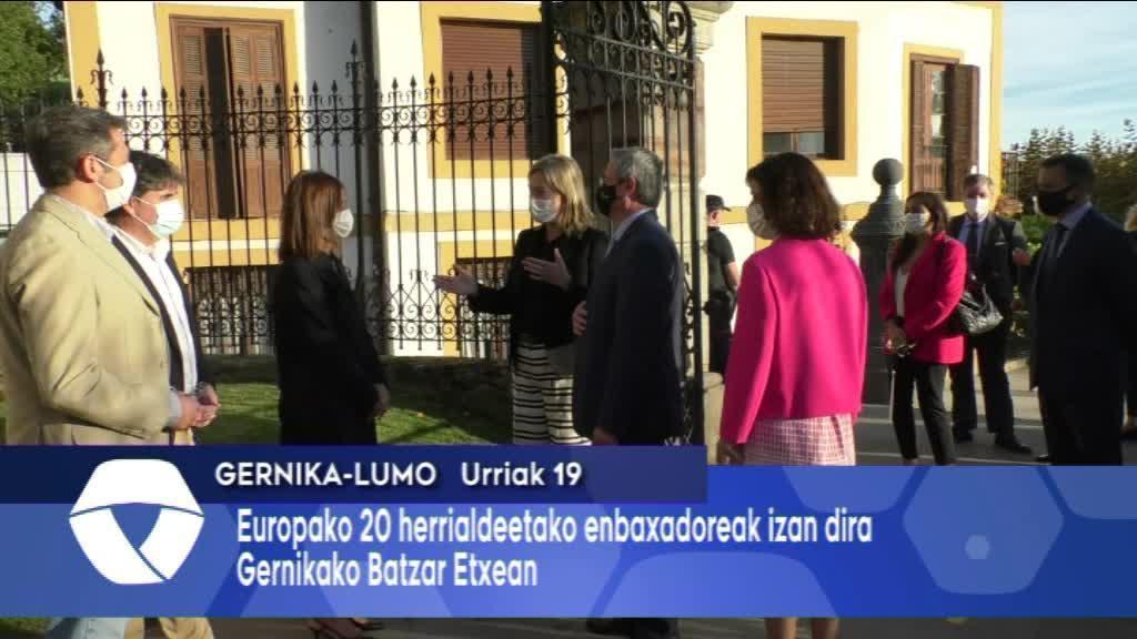 Europako 20 enbaxadore izan dira Batzar Etxea ezagutzen