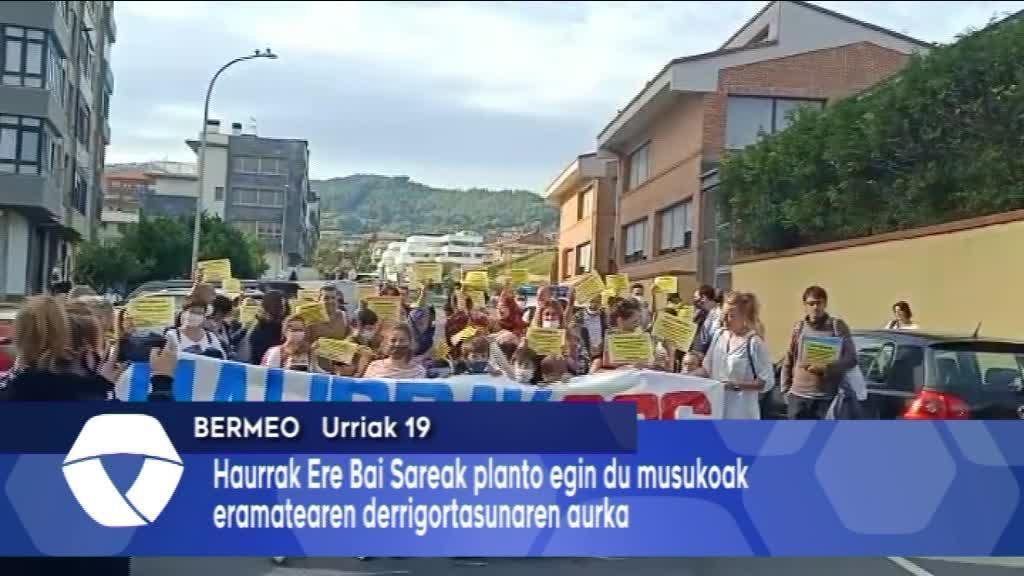 Musukoen derrigortasunaren aurkako protesta egin dute Bermeoko San Frantzisko Herri ikastetxean