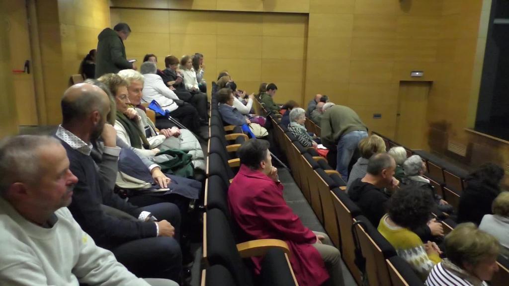 Anoetako Adineko emakumeen testigantzak biltzen dituen dokumentala eskaini zuten Mikelasagasti auditorioan