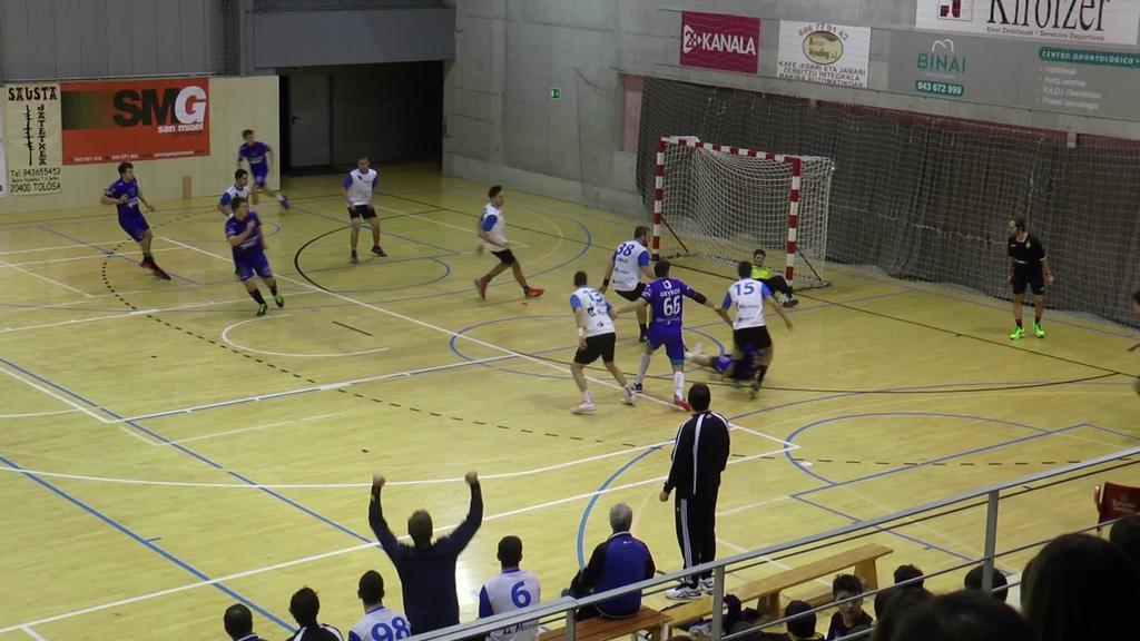 Etxean Uharteri irabazita bigarren postuan egonkortu da Tolosa Eskubaloia