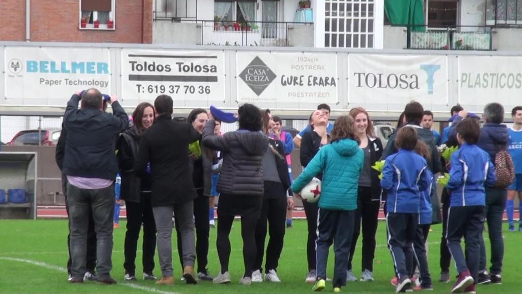 Omenaldia jaso zuten Tolosako C.F.-ko gimnasia erritmikoko absolutu mailako neskek