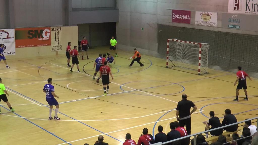 Partida amaierako penalti bati esker garaipena lortu zuen Tolosa Eskubaloiak